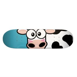 Vaca de ruborización en el monopatín azul patines personalizados