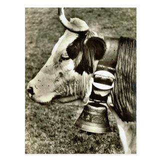 Vaca de Suiza del vintage y campana de la vaca Postal