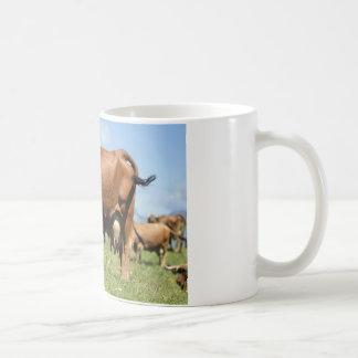 Vaca de Tarine en las montañas francesas Taza Clásica