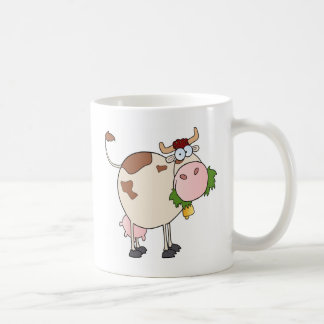 Vaca del dibujo animado que come la hierba taza