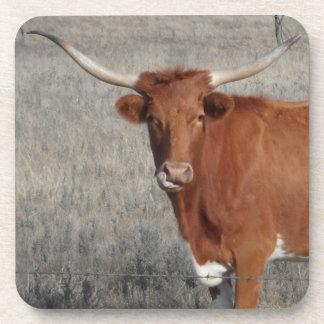 Vaca del fonolocalizador de bocinas grandes que se posavasos de bebidas