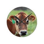 Vaca del jersey reloj redondo mediano
