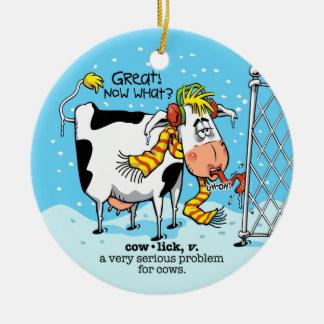 Vaca del remolino del pelo adorno navideño redondo de cerámica