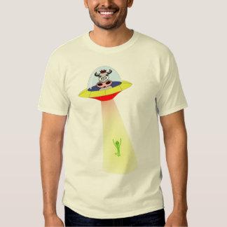 Vaca del UFO contra la camisa extranjera