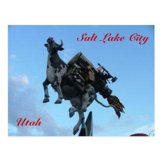 Vaca del vuelo tarjetas postales