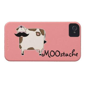 vaca divertida del bigote de MOOstache iPhone 4 Carcasa
