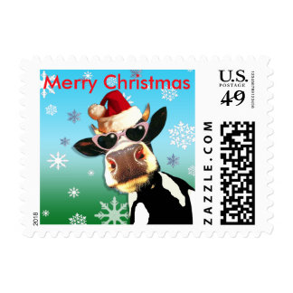 Vaca divertida del navidad que lleva el gorra de estampillas
