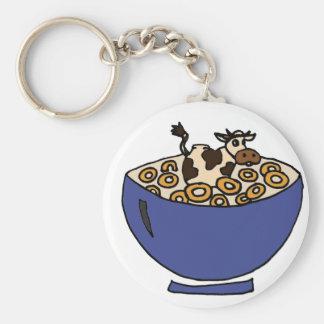 Vaca divertida en el cuenco de avena tostada llavero redondo tipo pin
