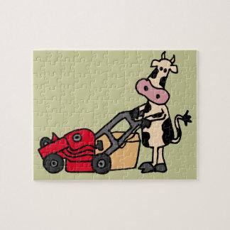 Vaca divertida que empuja el dibujo animado rojo d rompecabezas con fotos