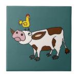 Vaca enrrollada con el pollo en su dibujo animado  azulejos ceramicos