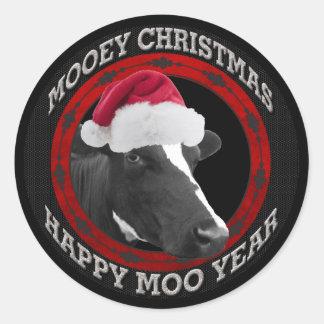 Vaca feliz del gorra de Santa del año del MOO del Pegatinas Redondas