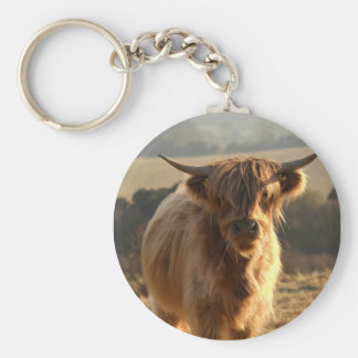 Vaca joven de la montaña llavero redondo tipo pin