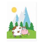 Vaca lechera de la montaña con la flor en boca tarjeta postal