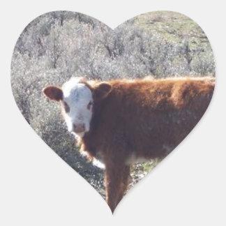 Vaca libre de la gama pegatina en forma de corazón