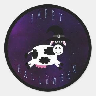 Vaca linda del feliz Halloween con el gorra de las Pegatina Redonda