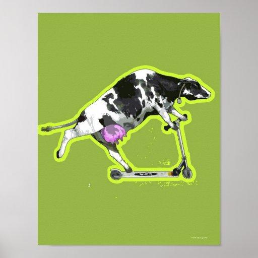 Vaca que monta una vespa posters