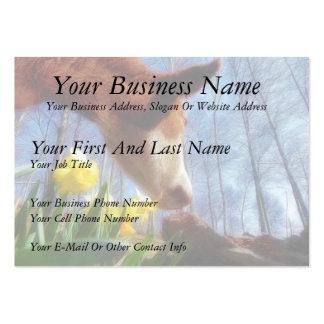Vaca roja y narcisos amarillos plantillas de tarjeta de negocio