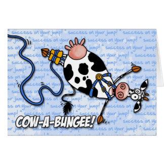 vaca-uno-amortiguador auxiliar - éxito en su salto tarjeta de felicitación