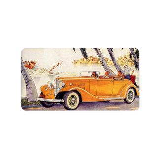 Vacaciones de familia del vintage en un coche etiqueta de dirección