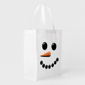 Vacaciones de invierno felices de la cara del bolsas de la compra