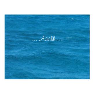 Vacaciones del agua azul relajadas postal