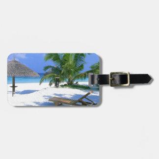 Vacaciones del paraíso de la playa etiquetas maleta