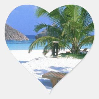 Vacaciones del paraíso de la playa pegatina en forma de corazón