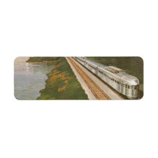 Vacaciones del vintage en tren, locomotora en país etiqueta de remite
