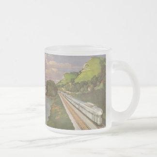 Vacaciones del vintage en tren, locomotora en país tazas