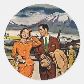 Vacaciones del vintage, turistas en la pista de pegatina redonda