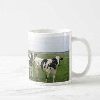 ¡Vacas completamente deliciosas! Taza Clásica