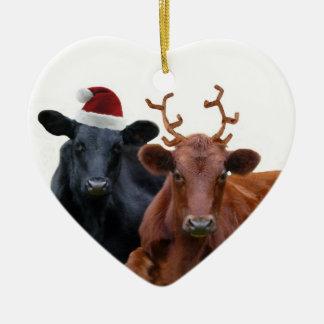 Vacas del día de fiesta del navidad en el gorra y adorno navideño de cerámica en forma de corazón