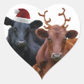 Vacas del día de fiesta del navidad en el gorra y pegatina en forma de corazón