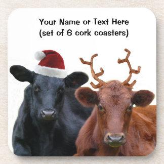 Vacas del día de fiesta del navidad en el gorra y posavasos de bebidas