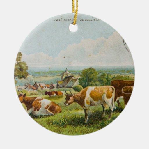 Vacas del vintage en una postal del campo ornamento para arbol de navidad