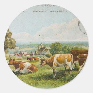 Vacas del vintage en una postal del campo pegatinas