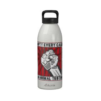 Vacie cada jaula botellas de beber