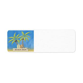 Vago, tablas hawaianas, palmeras y arena de la etiqueta de remite