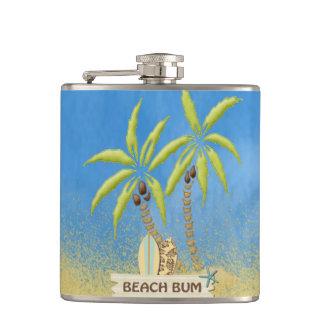 Vago, tablas hawaianas, palmeras y arena de la pla petaca