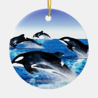 Vaina de la orca adorno navideño redondo de cerámica