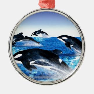 Vaina de la orca adorno navideño redondo de metal
