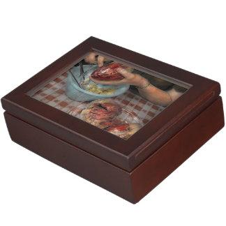 Valentines - Mending a broken heart 1942 Memory Box