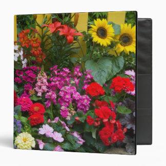 """Valla de estacas amarilla con el jardín de flores  carpeta 1 1/2"""""""