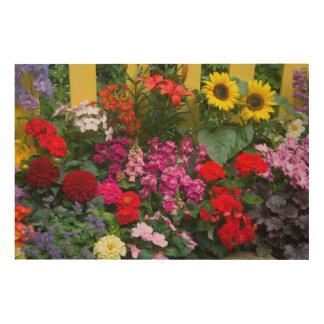 Valla de estacas amarilla con el jardín de flores impresión en madera