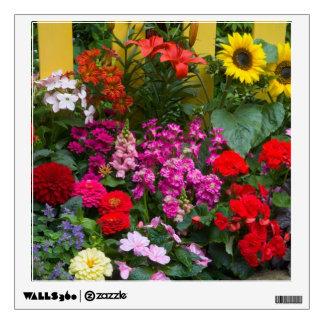Valla de estacas amarilla con el jardín de flores  vinilo adhesivo