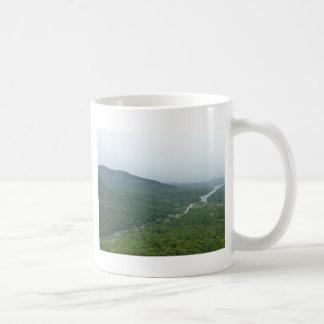 Valle de Blue Ridge Mountains Taza Básica Blanca