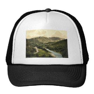 Valle de Borrowdale, de la piedra de Bowder, lago  Gorro