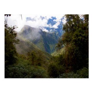 Valle de la montaña de Perú en las nubes Tarjetas Postales