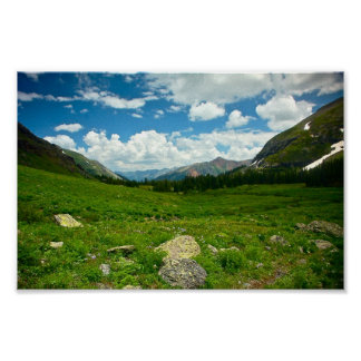 Valle de la montaña posters