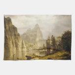 Valle de Yosemite del río de Bierstadt Albert Toalla De Mano